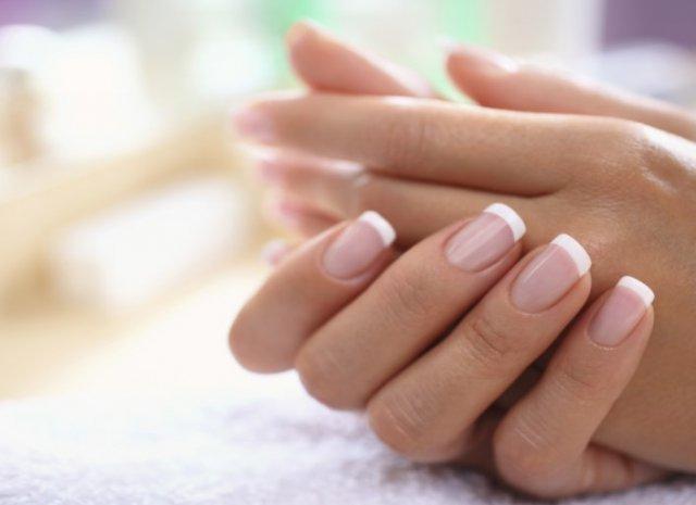 Почему люди грызут ногти?