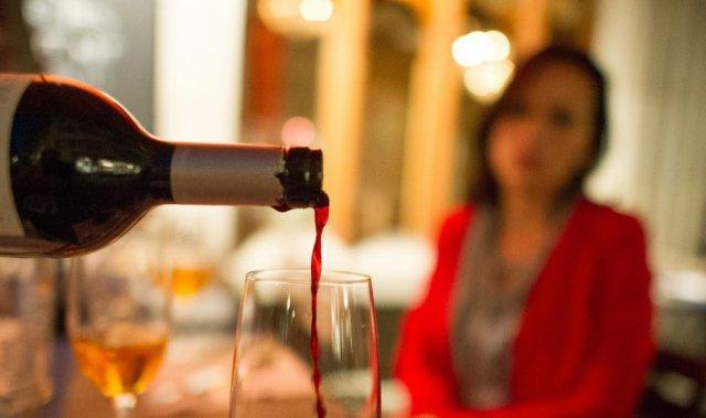 Злоупотребление алкоголем может привести к ухудшению течения предменструального синдрома
