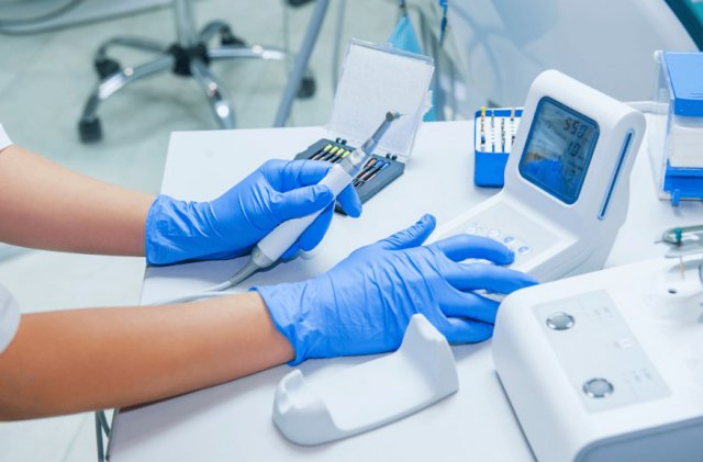 Что включает в себя лечение зубов в стоматологической клиники?